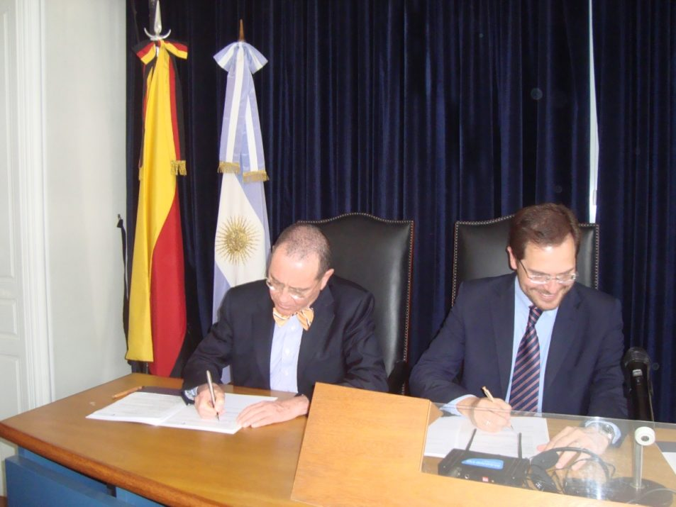 Unterzeichnung Staatsabkommen CUAA-DAHZ Nov. 2014